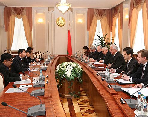 Совместное заседание белорусской делегации и делегации из Мьянмы
