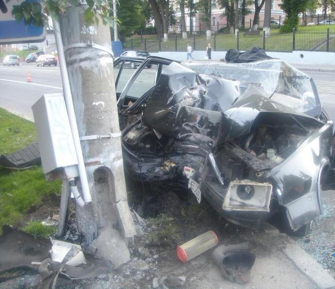В Минске водитель снес столб