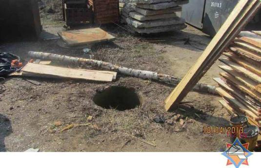 В Гродно женщина упала в 7-метровый канализационный колодец