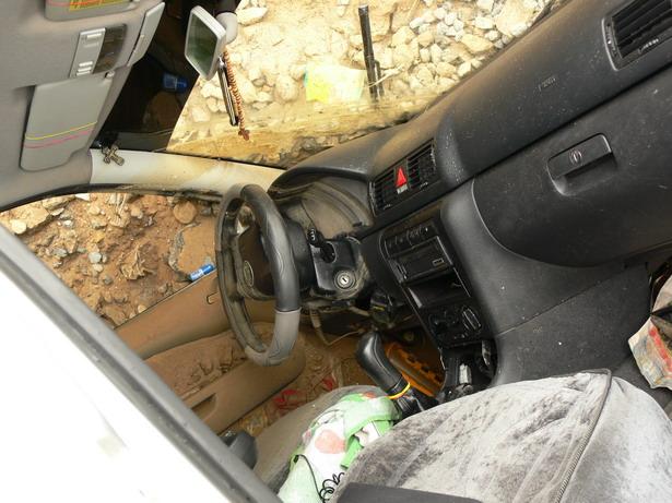 Автомобиль, провалившейся в котлаван