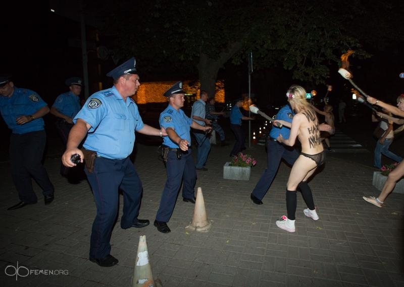 Активистки FEMEN против А. Лукашенко