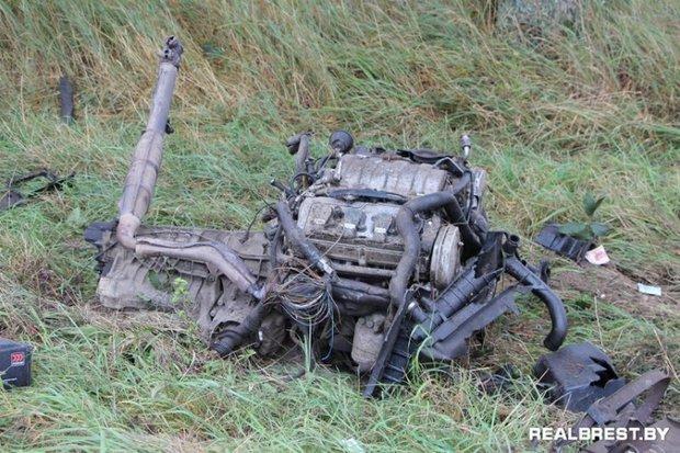 Audi A8 в результате ДТП разорвало на части