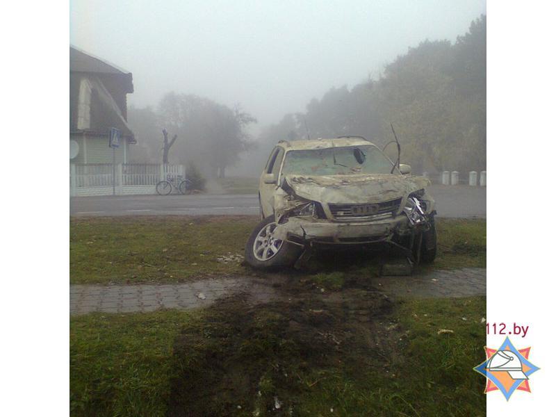 Автомобиль въехал в жилой дом