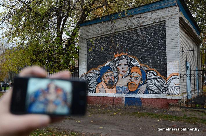 В Гомеле уличные художники разрисовывают серые фасады многоэтажек