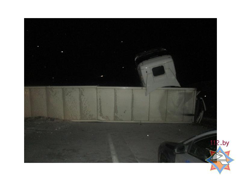 В Логойском районе перевернулась фура с 22 тоннами груш