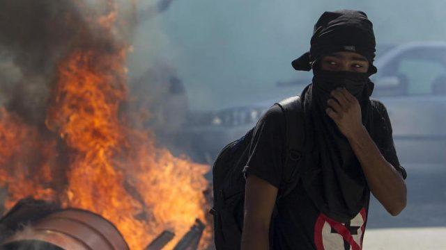 протестующий в Сан-Паулу