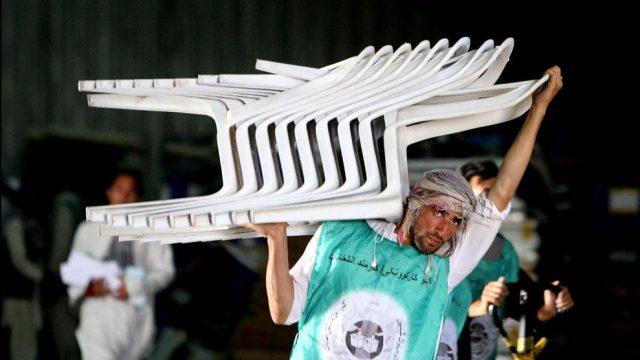 афганец со стульями