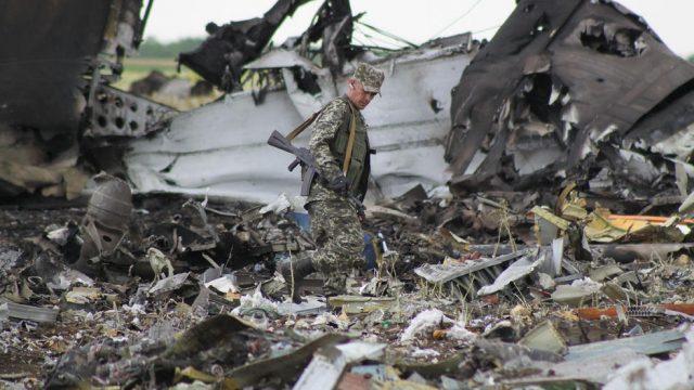 обломки сбитого над Луганском спмолёта