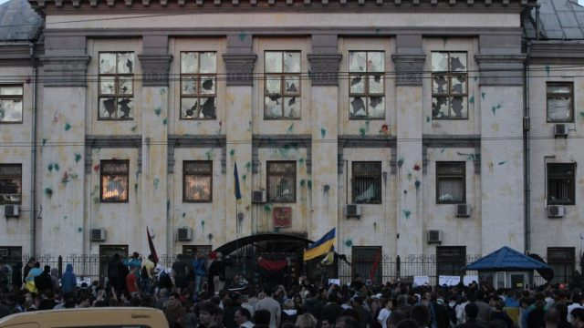 нападение на здание российского посольства в Украине