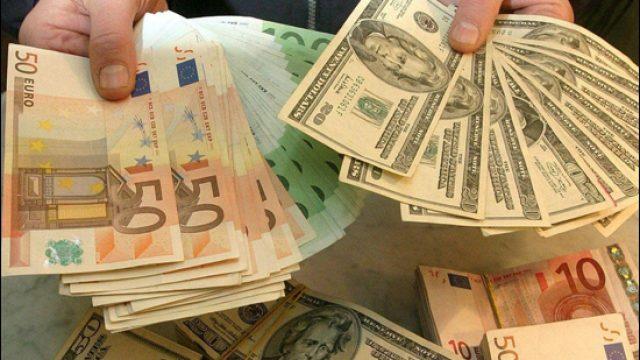 валюта в руках