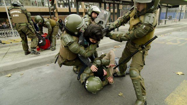 Столкновения студентов и полиции на митинге по поводу образовательной реформы