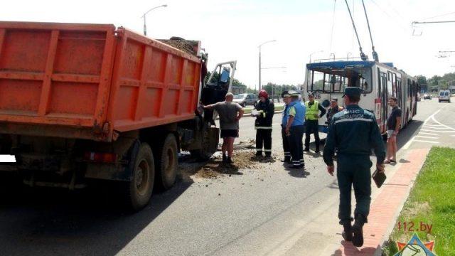 Сегодня, 9 июня, в Минске МАЗ врезался в троллейбус.