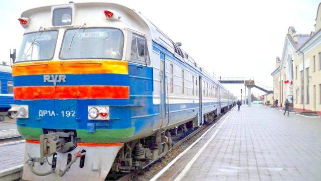 Поезд на станции Лунинец