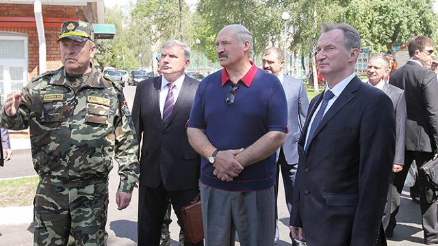 Лукашенко пор армию