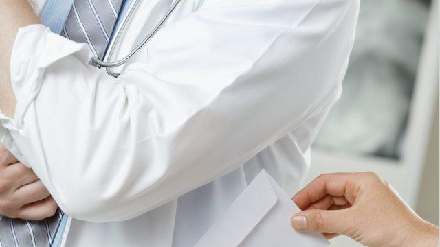 Взятка для врача