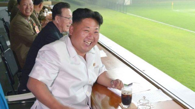 Ким Чен Ын смотрит футбол
