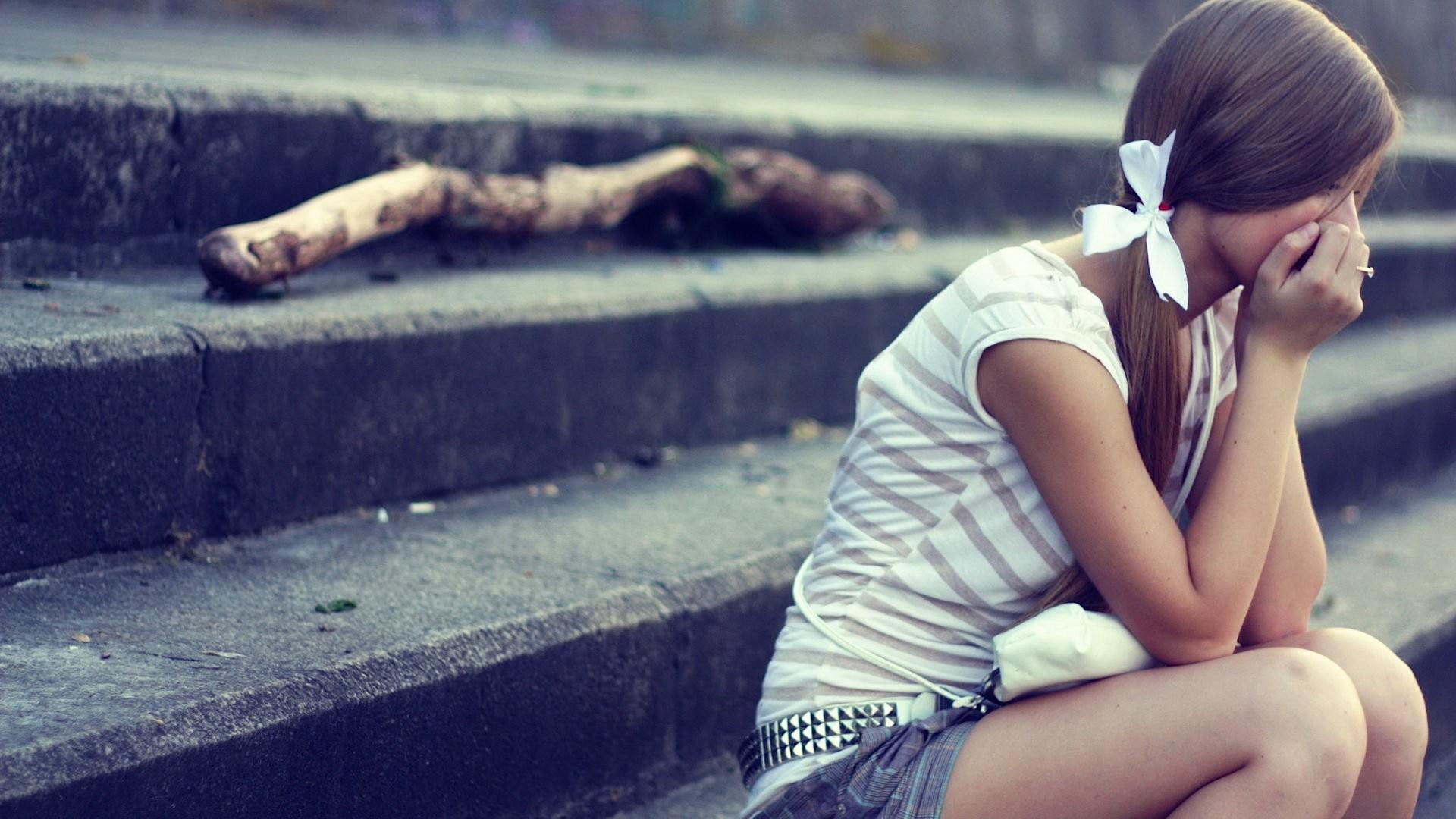 Фотки грустных красивых девушек брюнеток сзади 10 фотография
