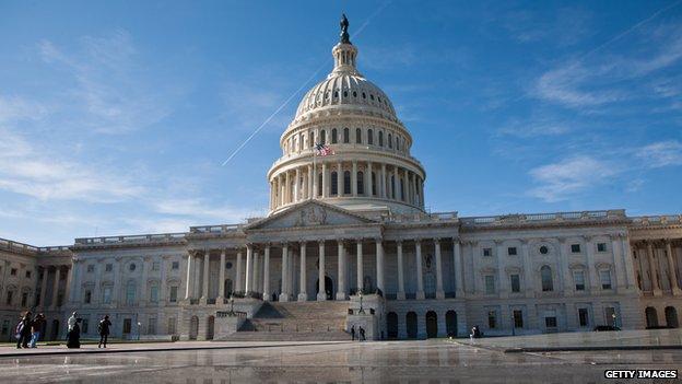 Википедия блокирует изменения, вносимые американским конгрессом