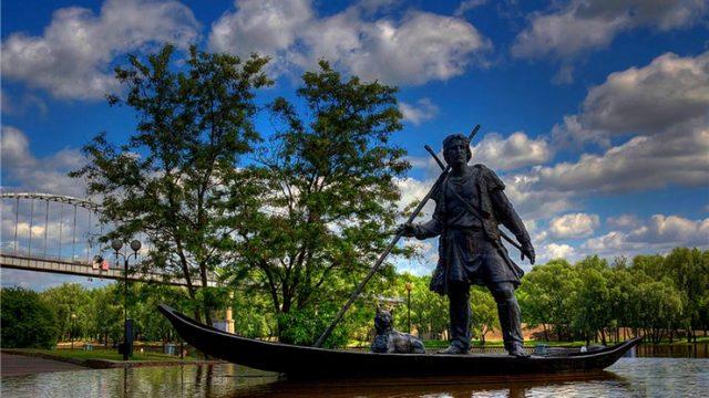 Памятник в Гомельском парке