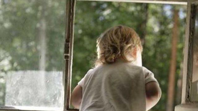 ребенок в окне