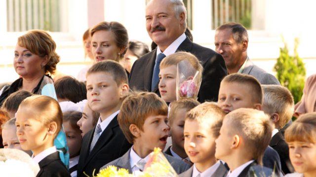 Лукашенко на школьной линейке
