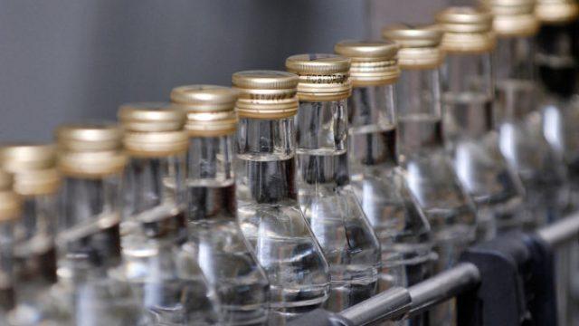 УВД: В Борисове продавщицы уложили на асфальт вора, который украл водку