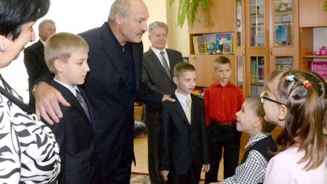 Лукашенко в детдоме
