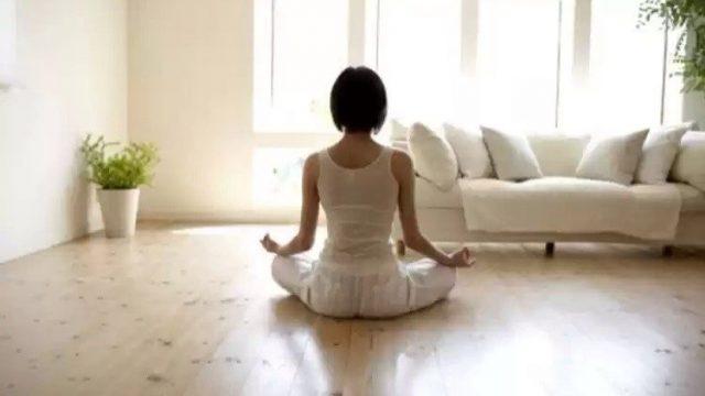 Начинайте свой день с тишины  Уделите утром 15 минут тому, что бы побыть в тишине наедине с самим собой. Помедитируйте, помолитесь или распланируйте день. Вскоре вы привыкните и станете менее раздражительным и суетливым.