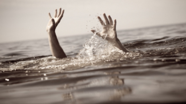 Руки в воде