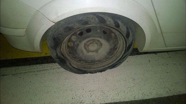 автомобиль со стёртыми шинами