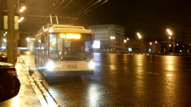 троллейбус ночью