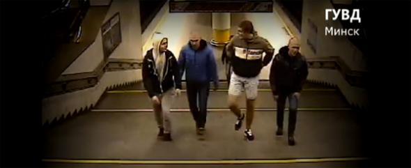 компания избила в метро человека