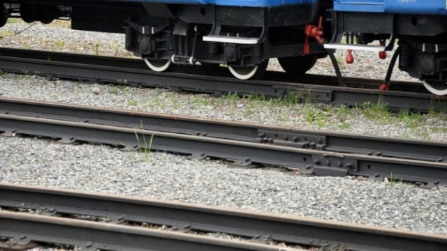 Железная дорога и поезд