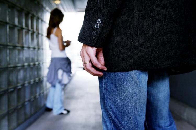 Борьба с педофилией