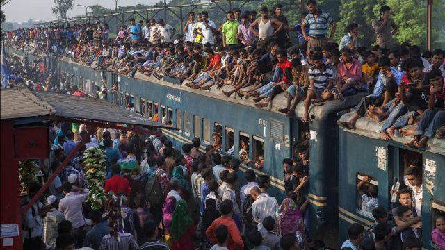 люди на крыше поезда