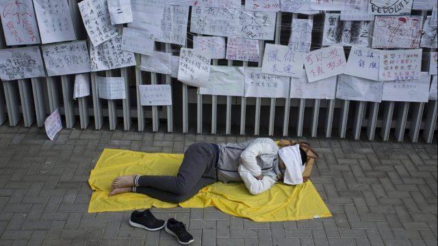 протестующий в Гонконге