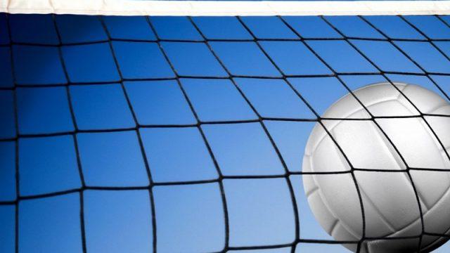 Волейбольная сетка и мяч