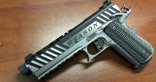 напечатанный металлический пистолет