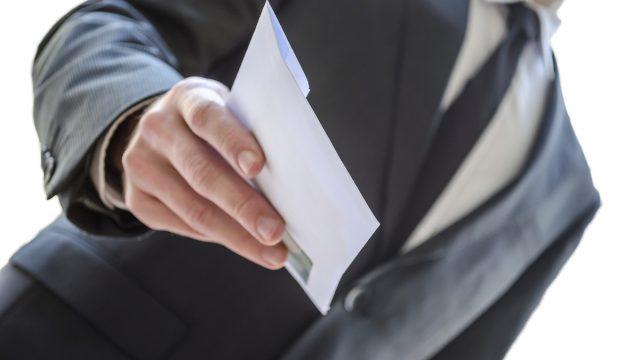 В Беларуси решили бороться с зарплатами «в конвертах»