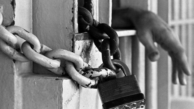 Задержание женщины - бомжа