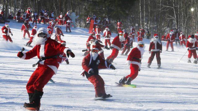 Санта-Клаусы на сноубордах