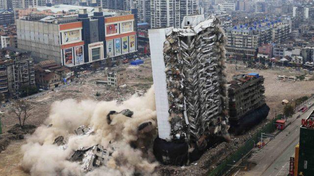 взрывом разрушен отель