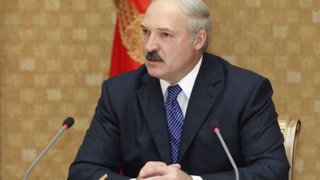 """Лукашенко требует  от Минздрава """"железно навести порядок"""" и разобраться с проблемами отпуска лекарственных средств"""