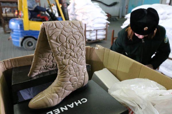 Житель Волковыска пытался провезти одежду в топливном баке автомобиля
