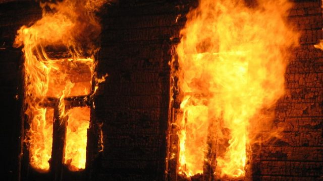 При пожаре в Шкловском районе  погибли 3 человека