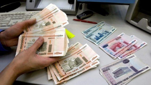 B Беларуси за ноябрь средняя зарплата уменьшилась на 2,9%