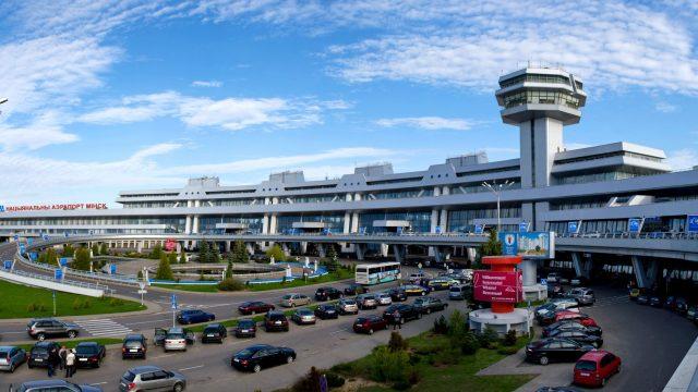 В аэропорту Минск-2 с высоты третьего этажа упал 6-летний ребенок