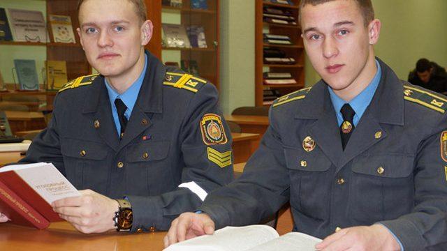 студенты Академии МВД