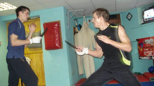 тренировка с ножами