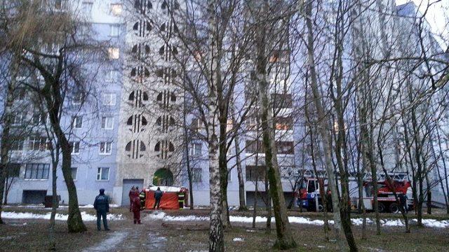 мужчина угрожал спрыгнуть с 9-го этажа